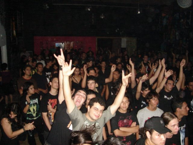 Público no METAL RO FEST III em 2005.