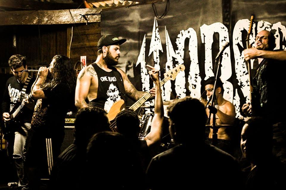 Illusion Of Death em ação no palco. (Foto: Facebook Illusion Of Death)