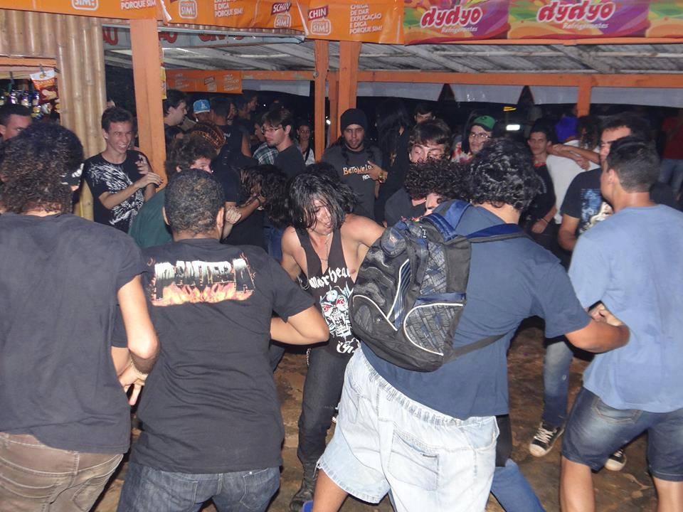 Público alucinado no show em Nova Londrina (RO). (Foto: Facebook Illusion Of Death)